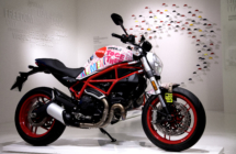 """""""Manifesto turistico"""" su due ruote per la città di Rimini: da Ducati, un Monster 797 personalizzato da Aldo Drudi"""